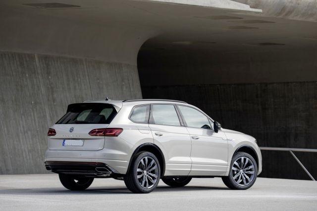 2021 Volkswagen Touareg side