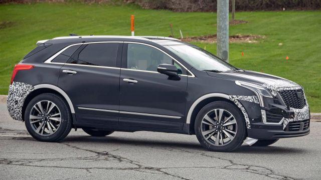 2021 Cadillac XT5 side