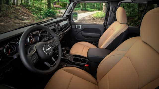 2021 Jeep Wrangler Unlimited cabin