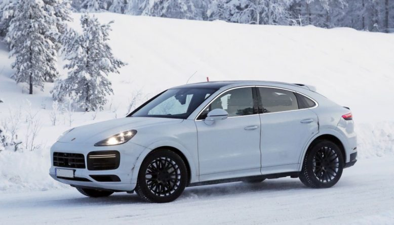 2021 Porsche Cayenne Turbo GT side