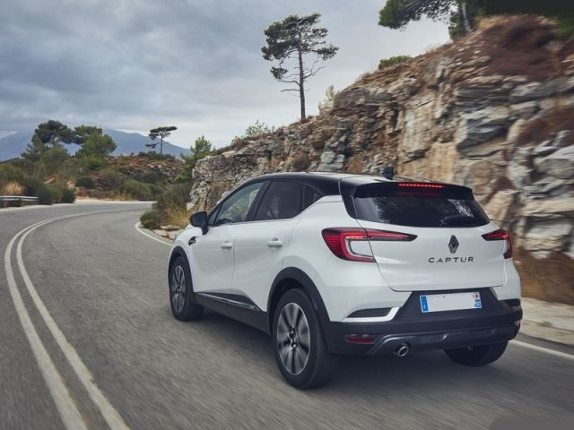 2021 Renault Captur rear