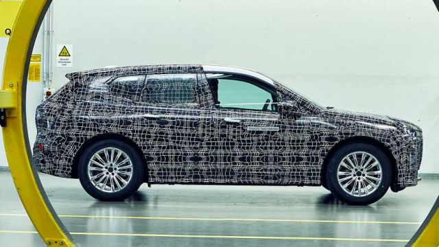 2021 BMW iX5 side