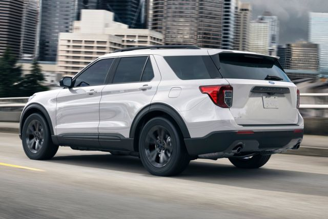 2021 Ford Explorer XLT rear