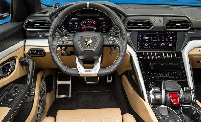 2021 Lamborghini Urus cabin