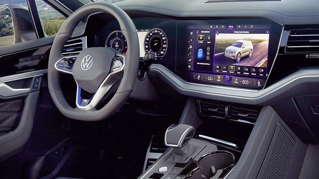 2021 Volkswagen Touareg R cabin