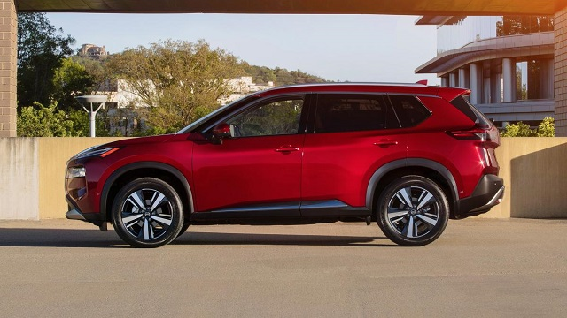 2022 Nissan X-Trail side