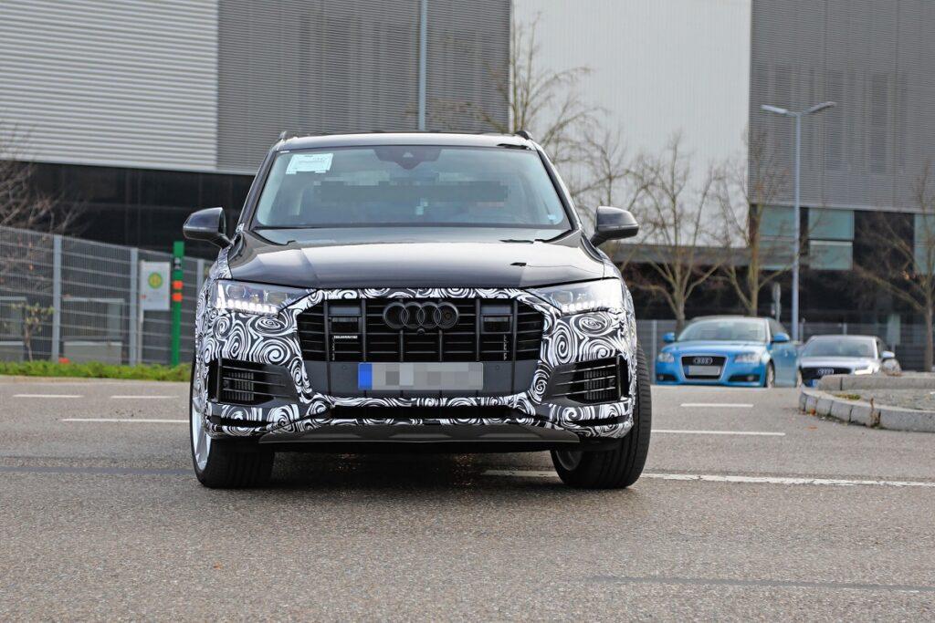2022 Audi Q7 front