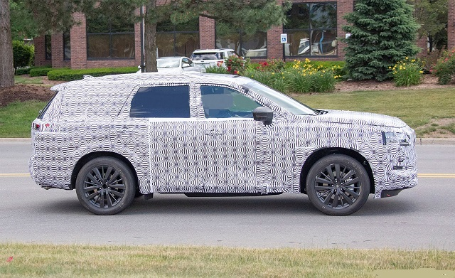 2022 Nissan Pathfinder side look