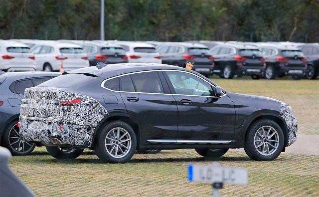 2022 BMW X4 side
