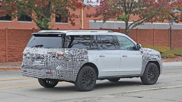 2022 Lincoln Navigator rear look