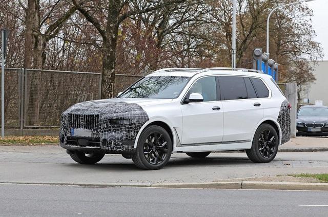 2022 BMW X7 side