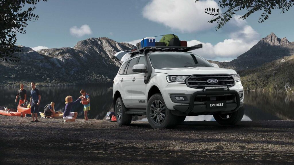 2022 Ford Everest front