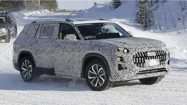 2022 Audi Q9 side