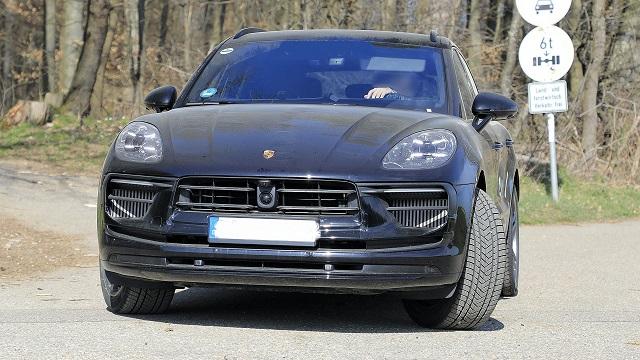 2022 Porsche Macan front