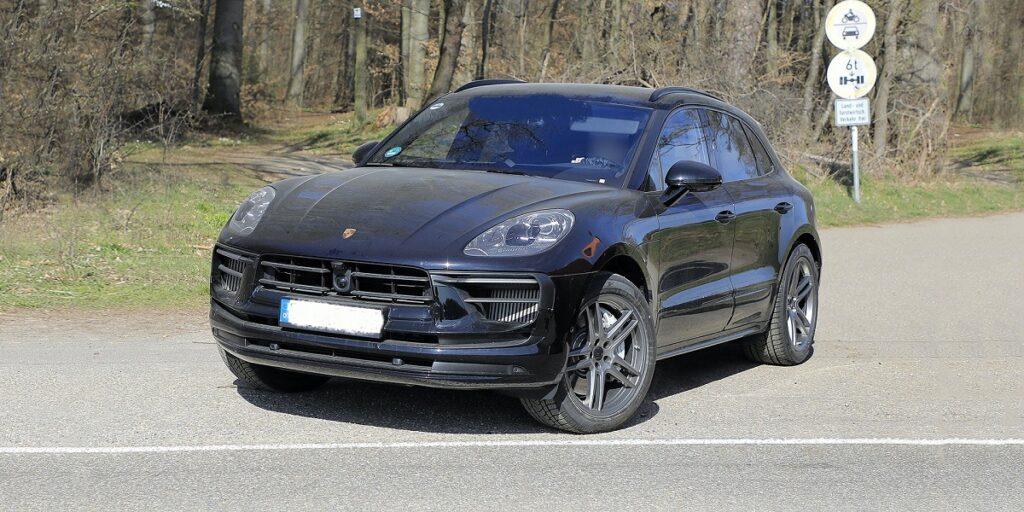 2022 Porsche Macan side