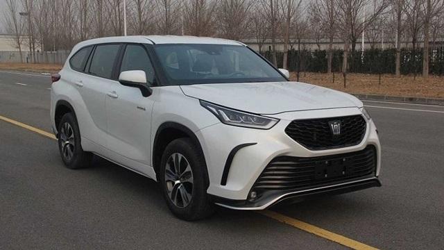 2022 Toyota Crown Kluger side