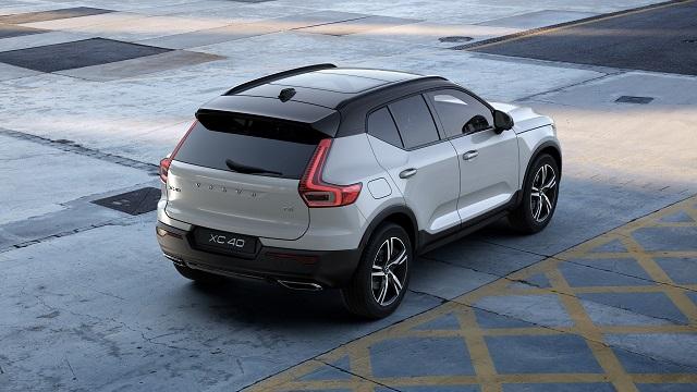 2022 Volvo XC40 rear