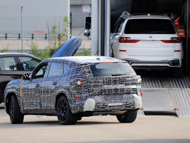 2022 BMW X8 rear