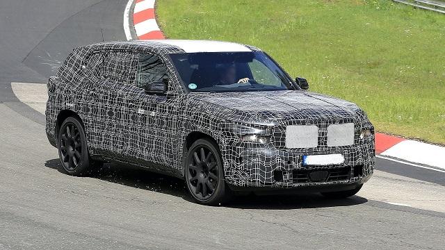 2022 BMW X8