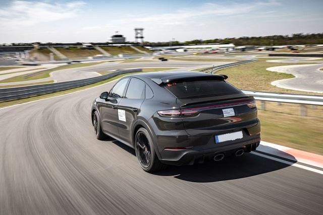 2022 Porsche Cayenne Turbo rear