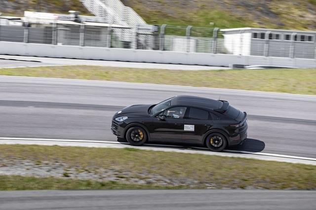 2022 Porsche Cayenne Turbo side