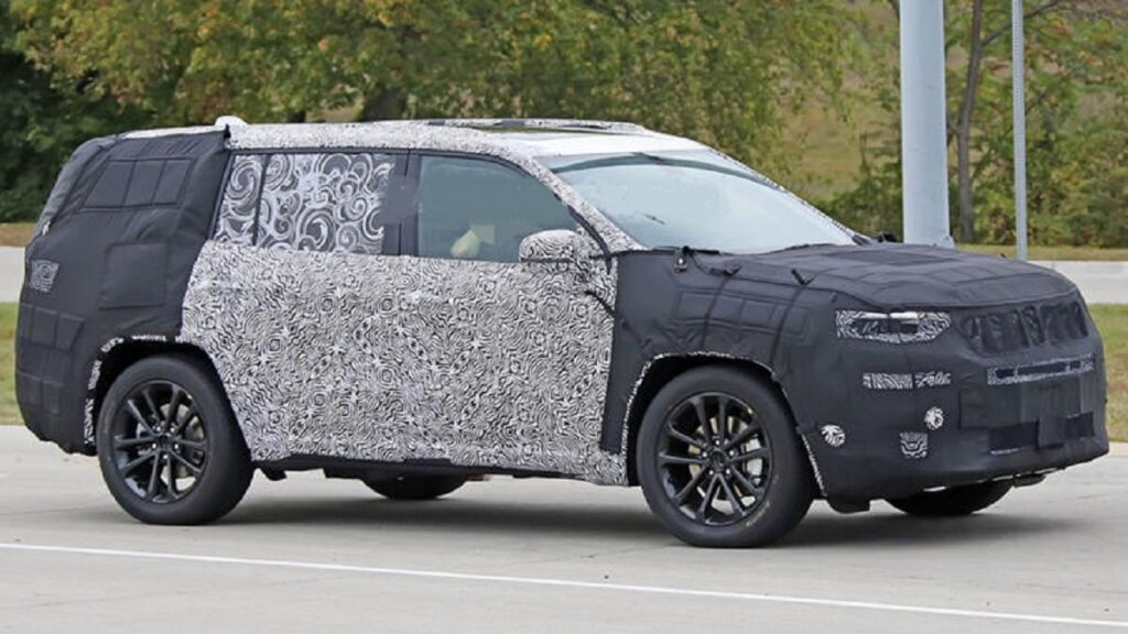 2022 Jeep Commander side