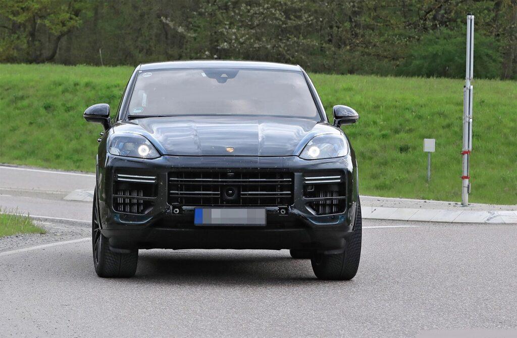 2023 Porsche Cayenne front