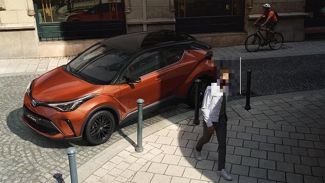 2023 Toyota C-HR side