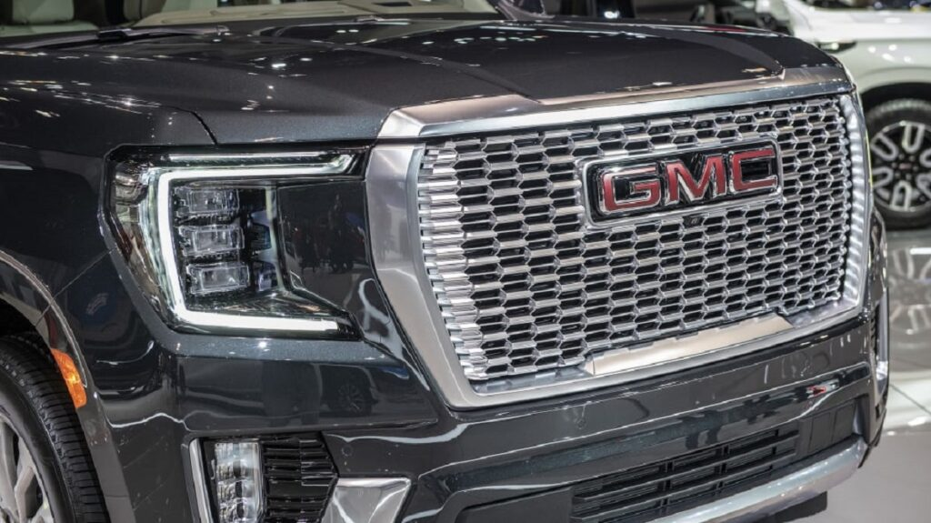 2023 GMC Yukon grille